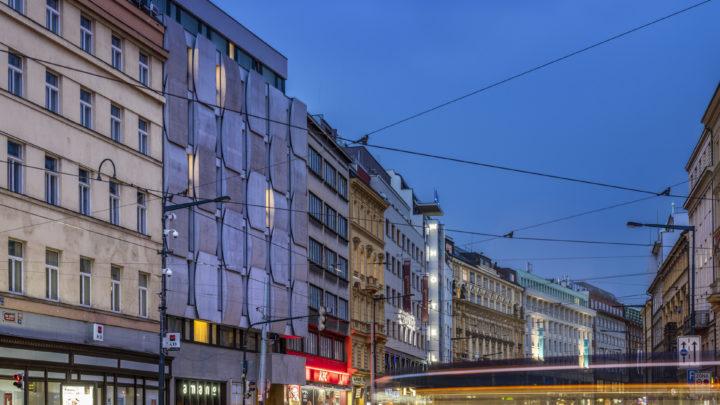 Interiérový design hotelu Urban Cr?me od Jestico + Whiles je postaven na kontrastu barev a prolínání dvou světů