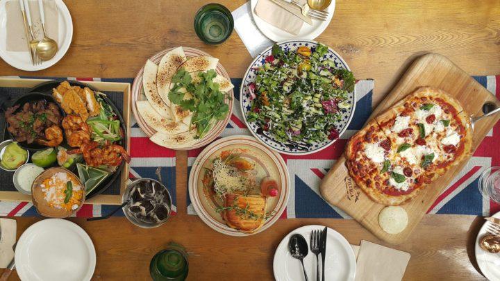 Které restaurace v Praze mají otevřeno na jídlo s sebou nebo rozvážkou