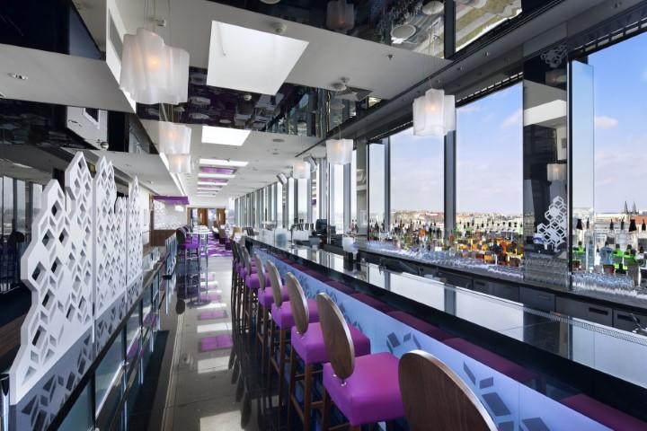 Cloud 9 Sky Bar & Lounge znovu otevřen