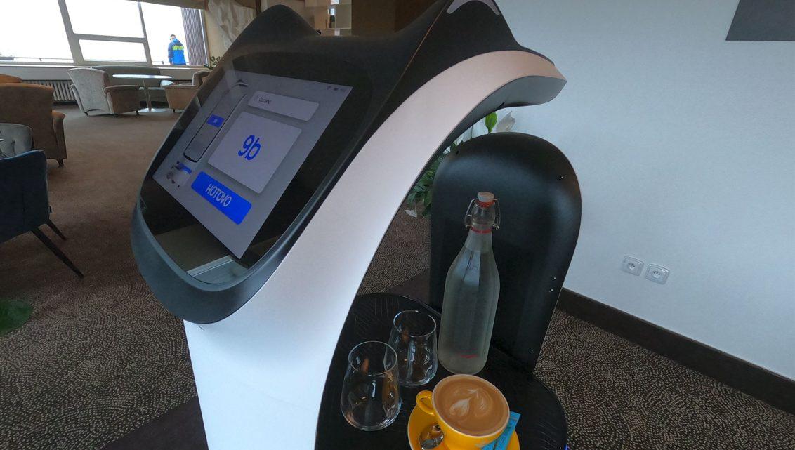 Unikát v českém hotelnictví. V šumavském hotelu OREA Resort Horizont obslouží hosty robot